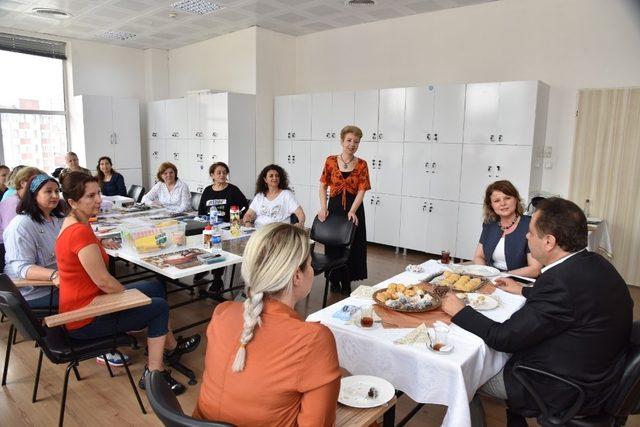 Başkan Şahin çalışan kadınları ziyaret etti