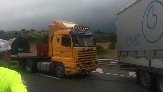TIR kaza yaptı, Bursa - İstanbul karayolu trafiğe kapandı