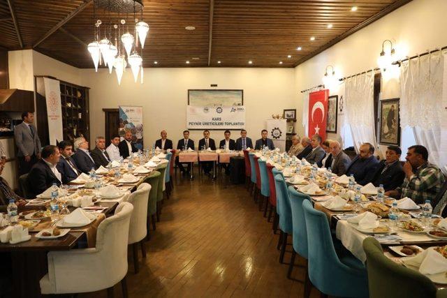Kars Valisi Türker Öksüz, peynir üreticileriyle bir araya geldi