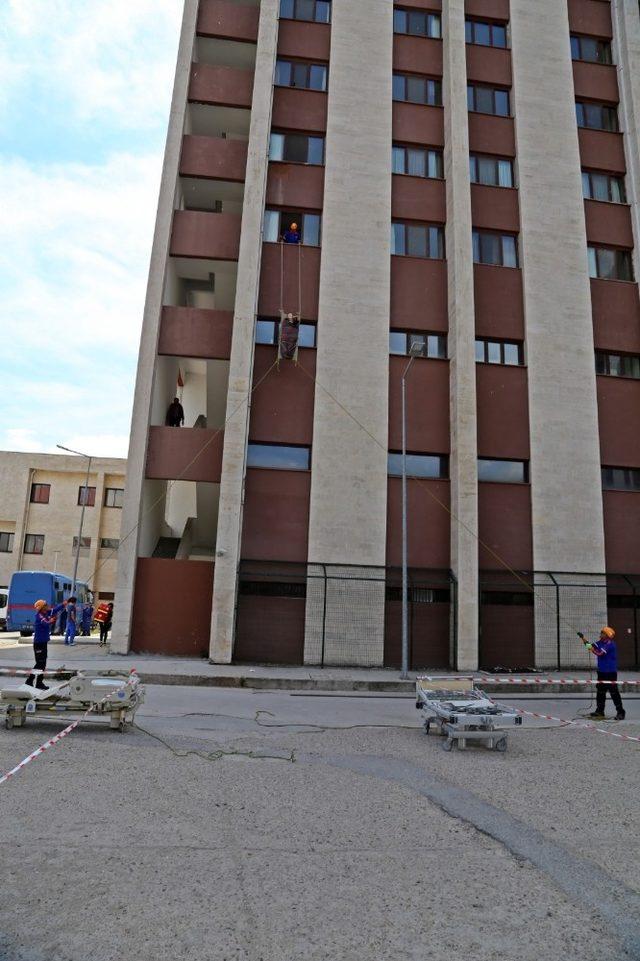 Trakya Üniversitesi Hastanesinde gerçeği aratmayan tatbikat