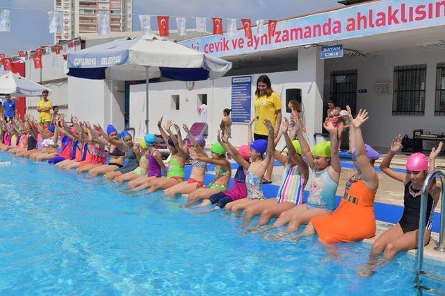 Yüzme kurslarında 10 bin çocuk yüzme öğrenecek