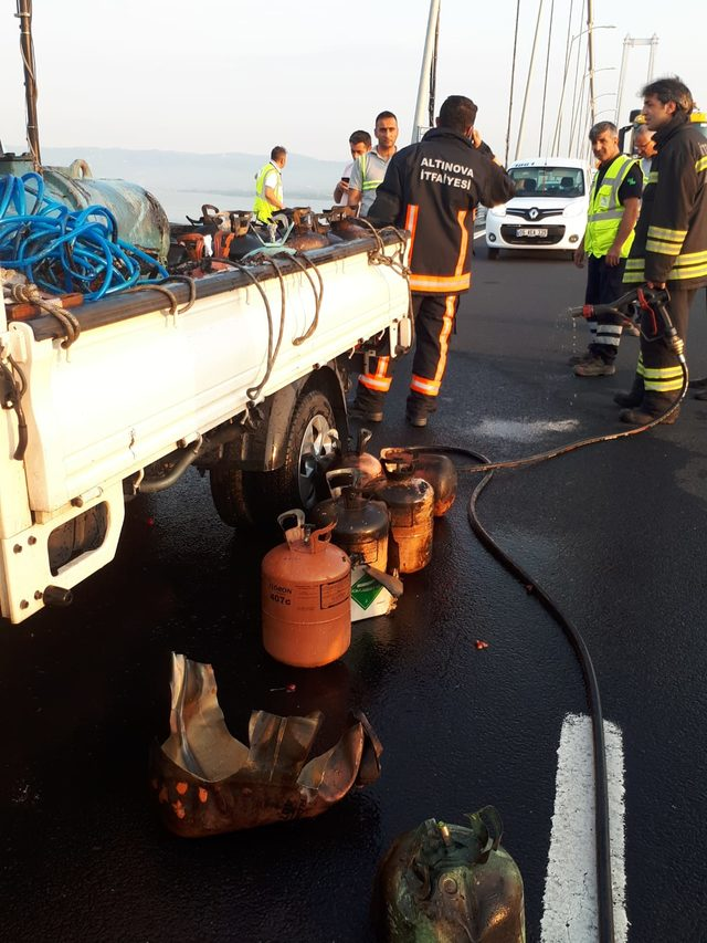 Klima gazı yüklü kamyonette yangın
