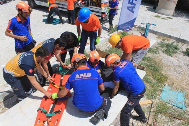 AFAD'dan öğretmenlere hayat kurtarma eğitimi