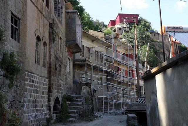 Bitlis'te tarihi evlerin restorasyon çalışmalarına başlandı