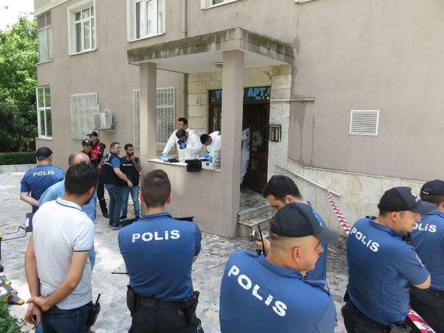 Kadıköy'deki yangında ölen 2 kişinin cenazesi Adli Tıp Kurumu'na gönderildi