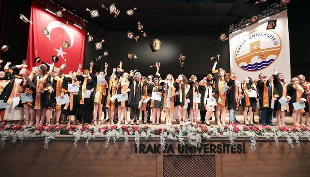 Trakya Üniversitesi Fen Fakültesinde mezuniyet heyecanı