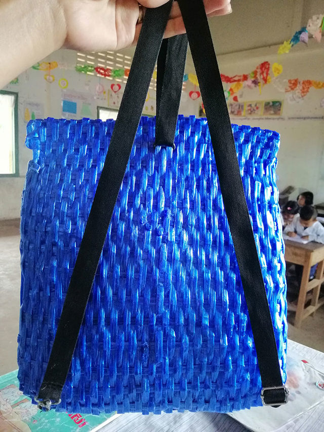dad-weaves-school-bag-son-raffia-string-combodia-4-5d0c947ed361d__700