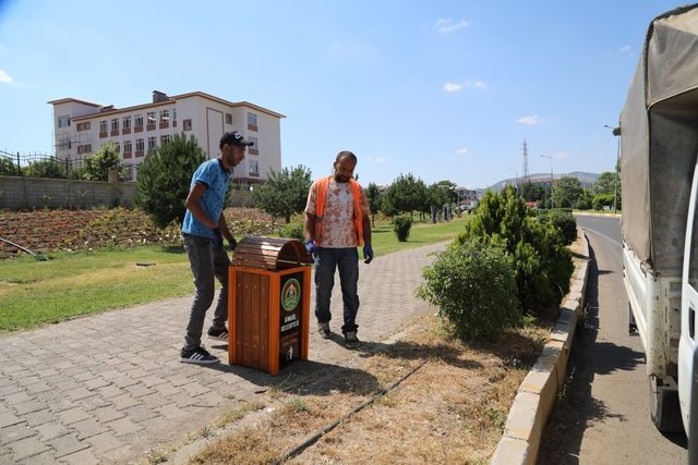 Daha temiz bir Bingöl kampanyası kapsamında çöp kovaları yerleştirildi