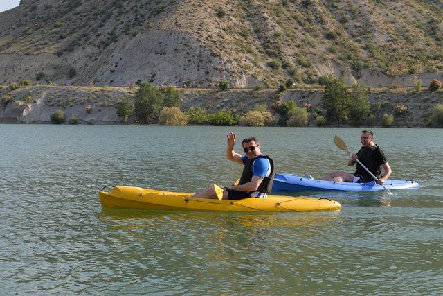 Sakin kent Uzundere'de gezi, Tortum Gölü'nde kano keyfi