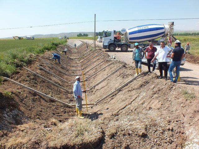 Malazgirt'te kuraklığa karşı 5 bin metre sulama kanalı