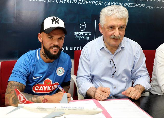 <br /> Çaykur Rizespor'da Moroziuk imzaladı