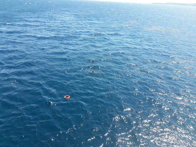 Denizde bitkin düşen dalgıç, feribottan atılan can simidi ile hayata tutundu