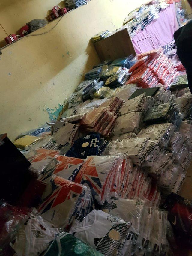 İzmir'de sahte giyim ürünü operasyonu