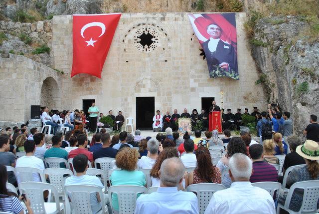 Hatay'da mağara kilisede dünya barışı için dua ettiler