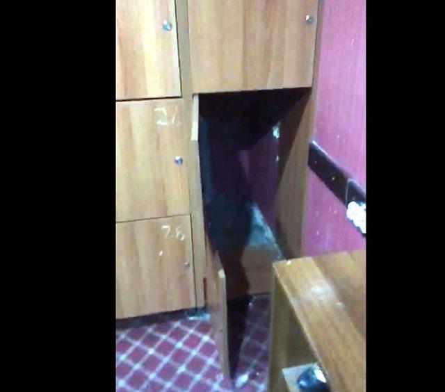 Eğlence mekanında kaçak çalıştırılan kadınlar, elbise dolabında yakalandı