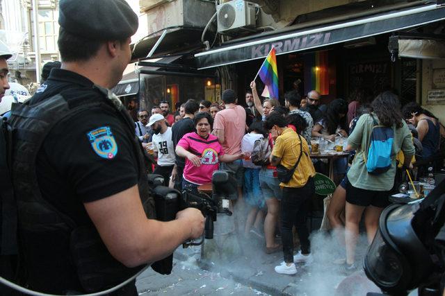 Taksim'de 'Onur Yürüyüşü'ne polis müdahalesi