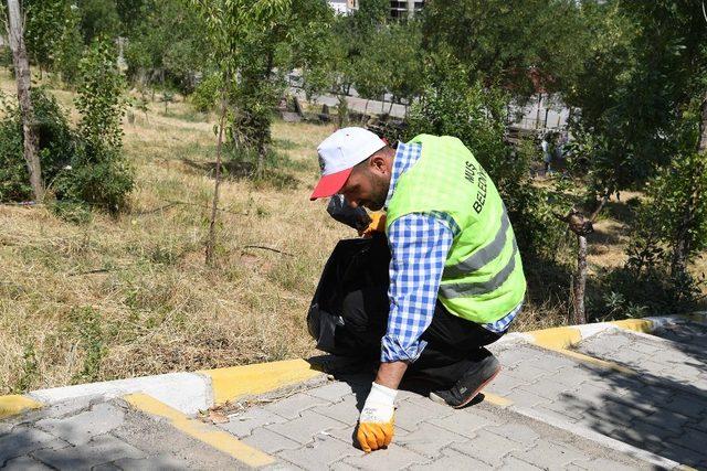 Başkan Asya, mezarlıklardaki temizlik çalışmalarını inceledi