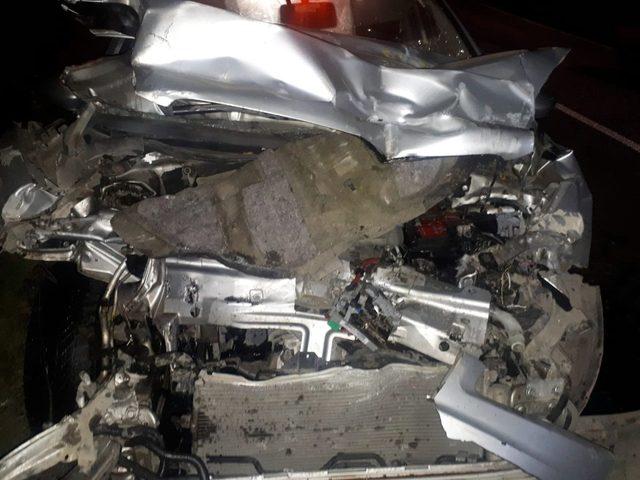 Buğday yüklü römorka çarpan araçta 1 kişi yaralandı