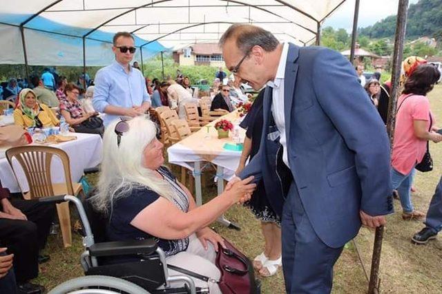 Vali Yavuz, engellilerle piknik yaptı
