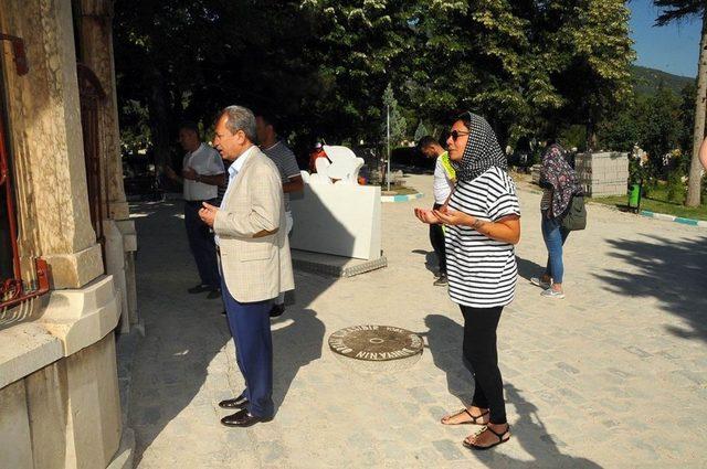 Işın Karaca, Nasreddin Hoca Türbesini ziyaret etti