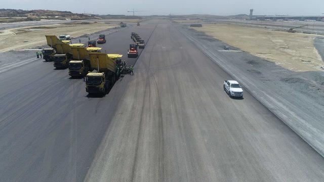 İstanbul Havalimanı'nda 3. pist yapım çalışmaları havadan fotoğraflandı