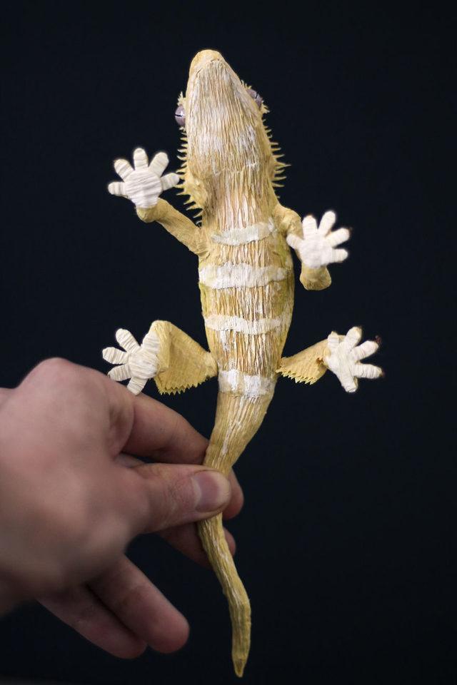Gecko_PaperArt_Faltmanufaktur_TinaKraus_CrepePaper_Sculpture_Artwork01-5d250fcf23188__880