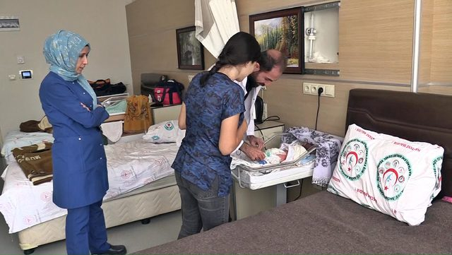 Muş'ta yeni doğan bebeğe omurilik ameliyatı