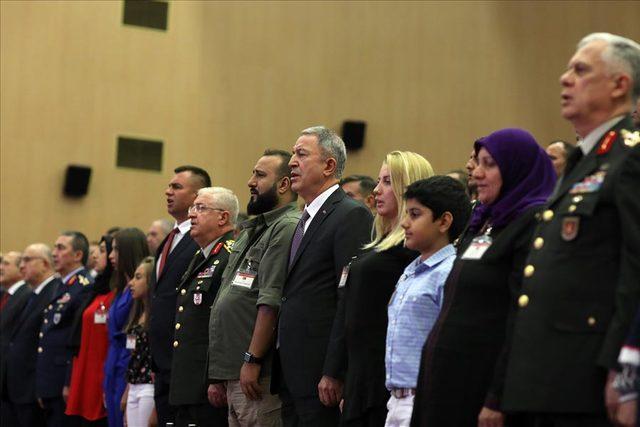 Bakan Akar: Operasyonlarımız artan bir şiddette devam edecek