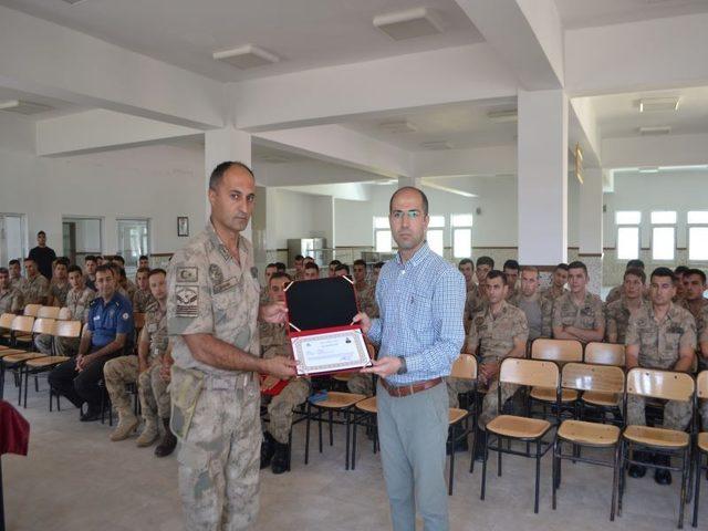 Terörle mücadelede başarı gösteren askerlere belge verildi