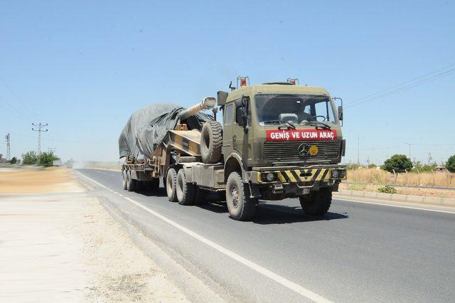 Suriye sınırındaki Akçakale'ye askeri sevkiyat