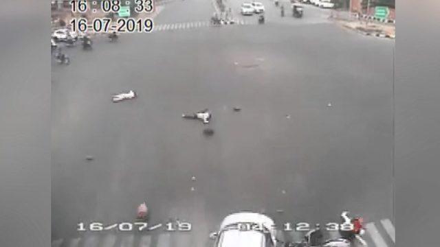 Hindistan'da feci kaza: 2 ölü, 4 ağır yaralı