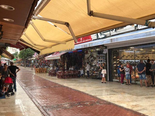 Kuşadası'na Temmuz ayında ikinci yağmur sürprizi