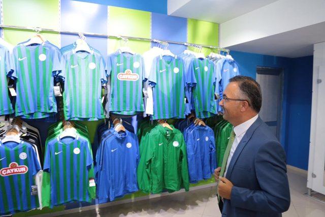 Rize Valisi Çeber ve Belediye Başkanı Metin'den Çaykur Rizespor'a kombine desteği