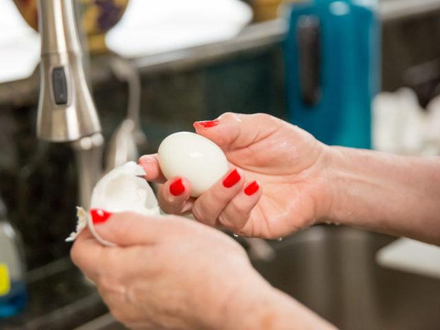 Kahvaltılar Eziyete Dönüşmesin: Yumurta Soymanın En Kolay ve En Hızlı Yolları