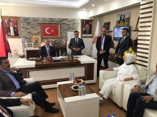 Bakan Turan'dan AK Parti'ye ziyaret