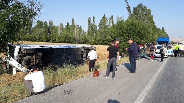 Afyonkarahisar'da yolcu otobüs devrildi: 7 yaralı