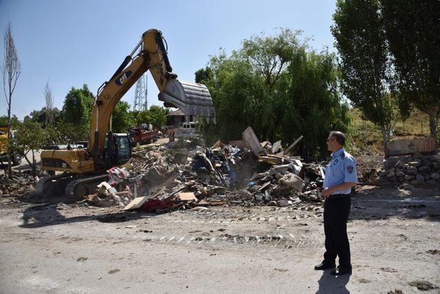Büyükşehir zabıtası atıkla mücadelesini sürdürüyor