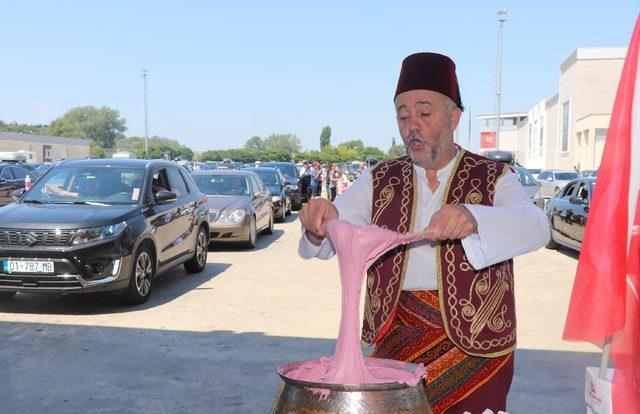Kapıkule'de gurbetçilere ciğer ve badem ezmeli karşılama