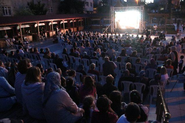 Ay Işığı'nda sinema keyfi
