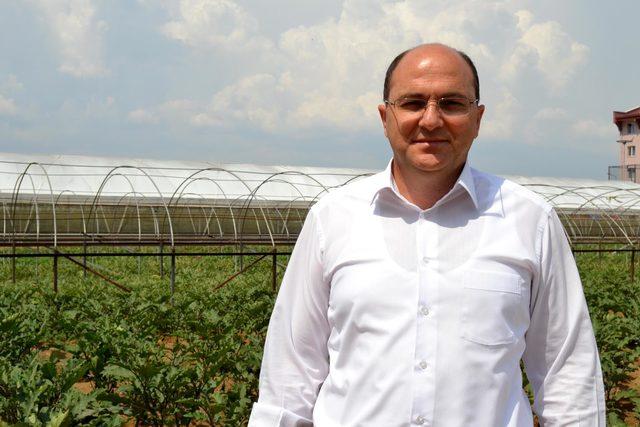 Salihli'de hükümlüler sezonun ilk karpuzunun hasadını yaptı