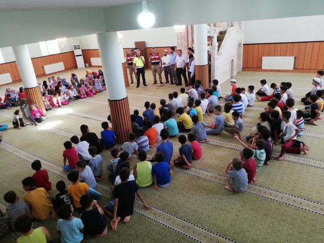 Öğrenciler camilerde hem Kur'an hem de trafik eğitimi aldı