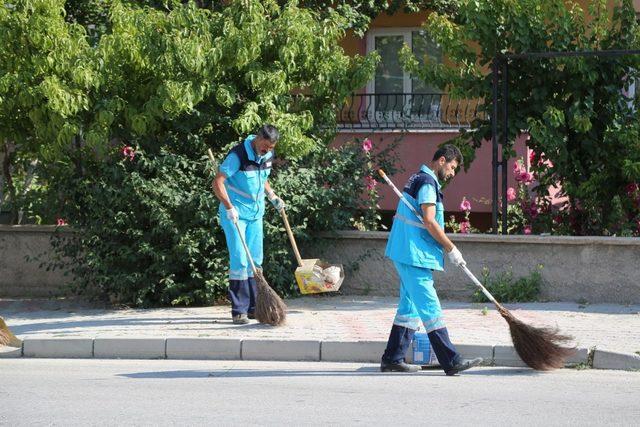 Niğde Belediyesi temizlik ekipleri her gün bir mahallede