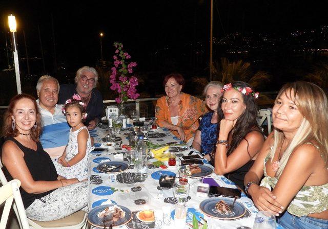 Usta oyuncu Erdal Özyağcılar'a sürpriz doğum günü