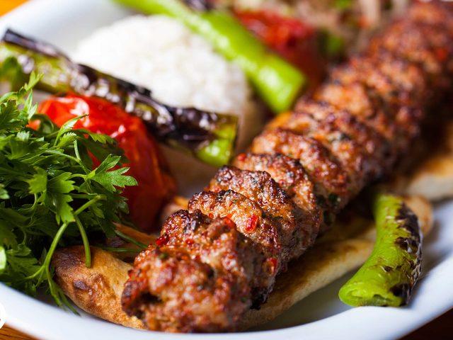 Canlı Yayın: Adana Kebabının Yanında Pilav Verilir Mi?