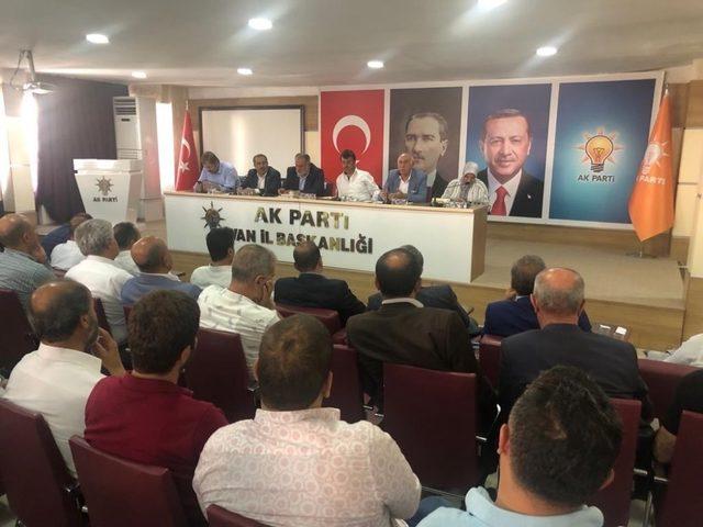 AK Parti'li Kartal, hemşehrileriyle kucaklaştı