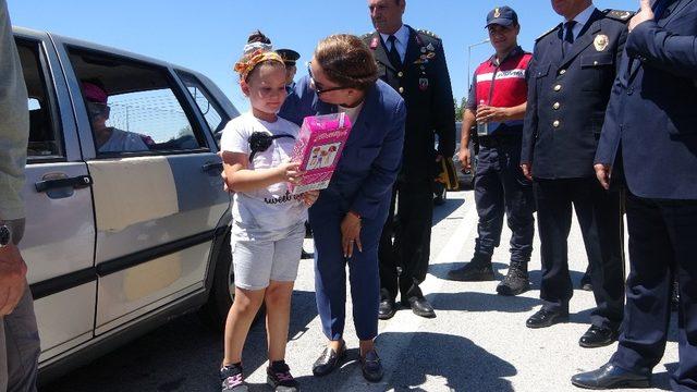Vali Kocabıyık şehitlik, polis ve jandarmayı ziyaret etti