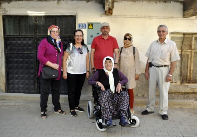 Yaşlı kadının çifte bayram sevinci