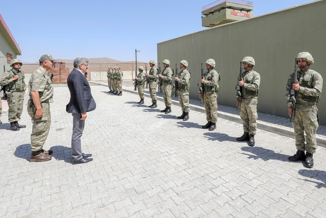 Vali Bilmez, İran sınırındaki asker ve polislerin bayramını kutladı