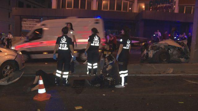 Beylikdüzü D-100 Karayolu'nda aynı yerde iki kaza: 1 ölü, 7 yaralı(1)