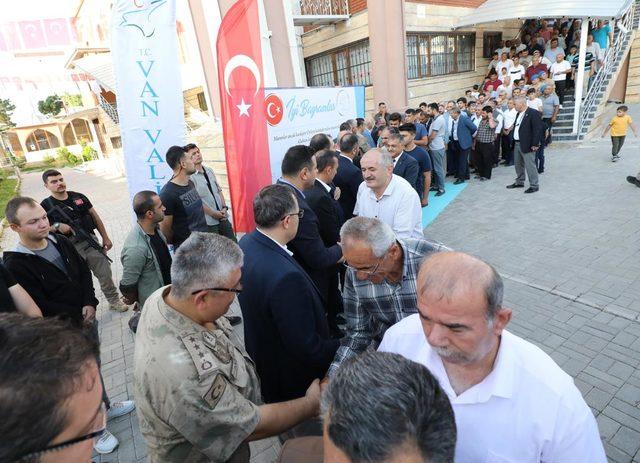 Vali Bilmez, vatandaşlarla bayramlaştı